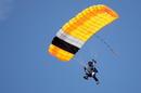 Flugtag Grabenstetten Fallschirmspringer