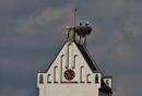 Kirchturmuhr mit Stoerche