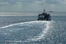 Nordsee-Faehre im Gegenlicht