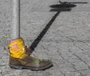 Schuh am Schild