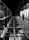 Hochhaus schwarz weiß